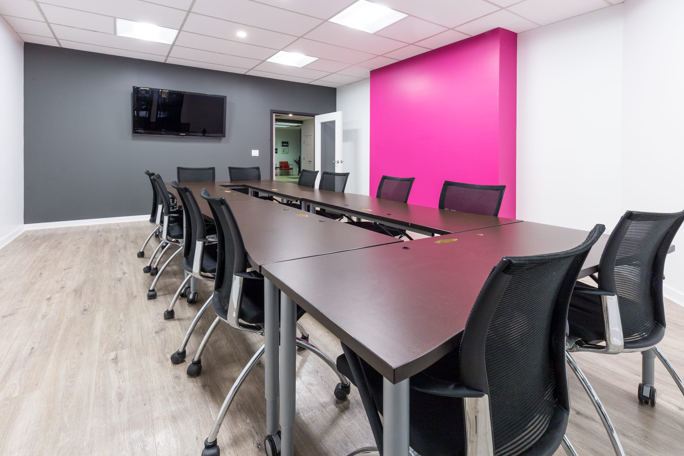 CoLab Discount Off First week - Meeting Room